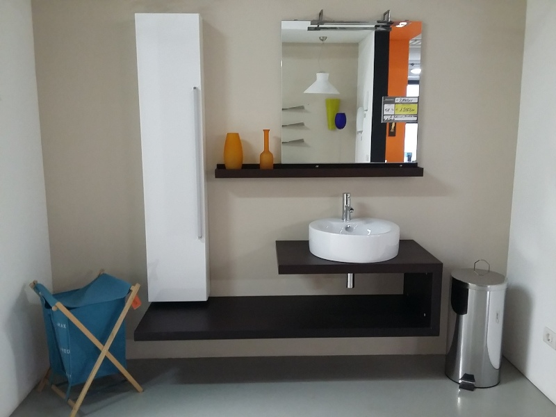 Foto occasioni visma arredo bagno rovere wengh con vasca sopratop e panca a c - Arredo bagno occasioni ...
