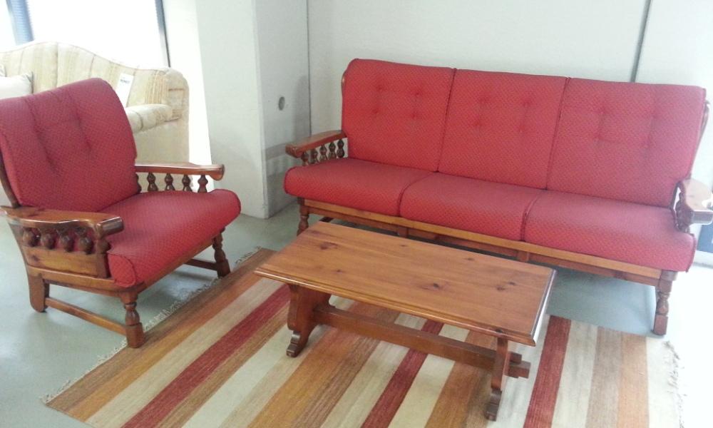 Divano rosso x taverna in legno